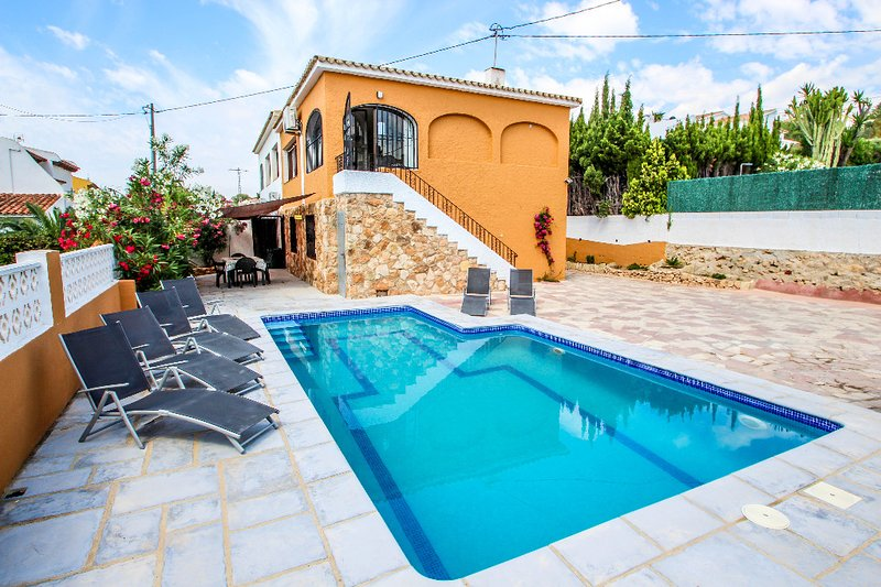 Basetes - holiday home with private swimming pool in Calpe, holiday rental in Calpe