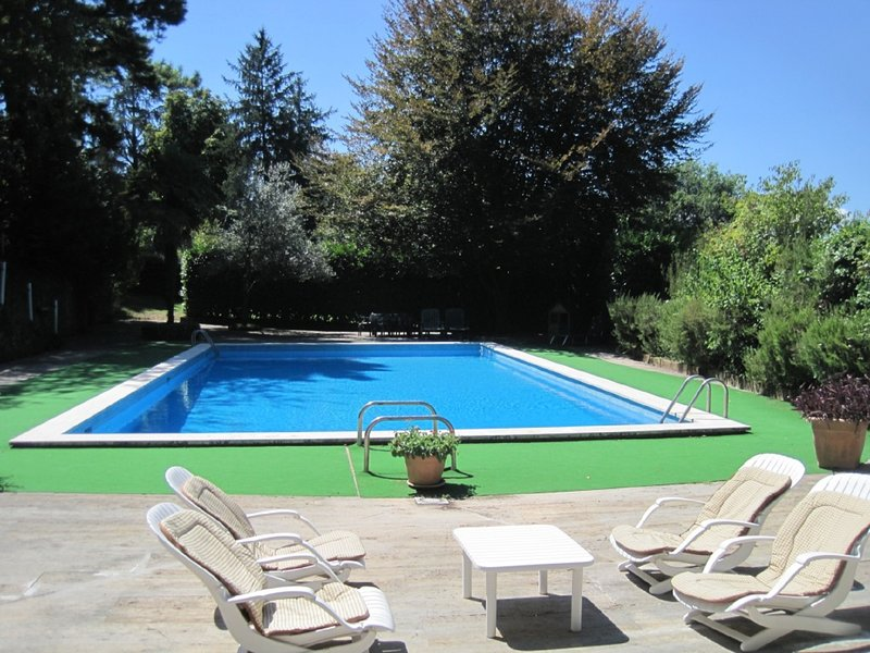Splendid APARTMENT in cottage with shared pool with second cottage, casa vacanza a Olgiata
