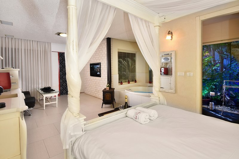 Eden's Boutique modern swite, holiday rental in Yesod Hamaala