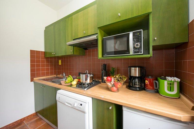 Det fullt utrustade köket - med diskmaskin