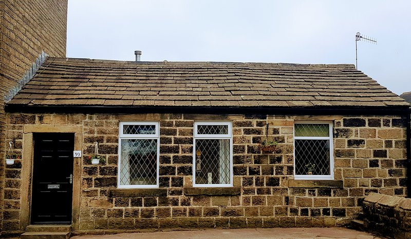Vår härliga Bronte bungalow i dag. I hjärtat av Oxenhope med enkel tillgång till Haworth