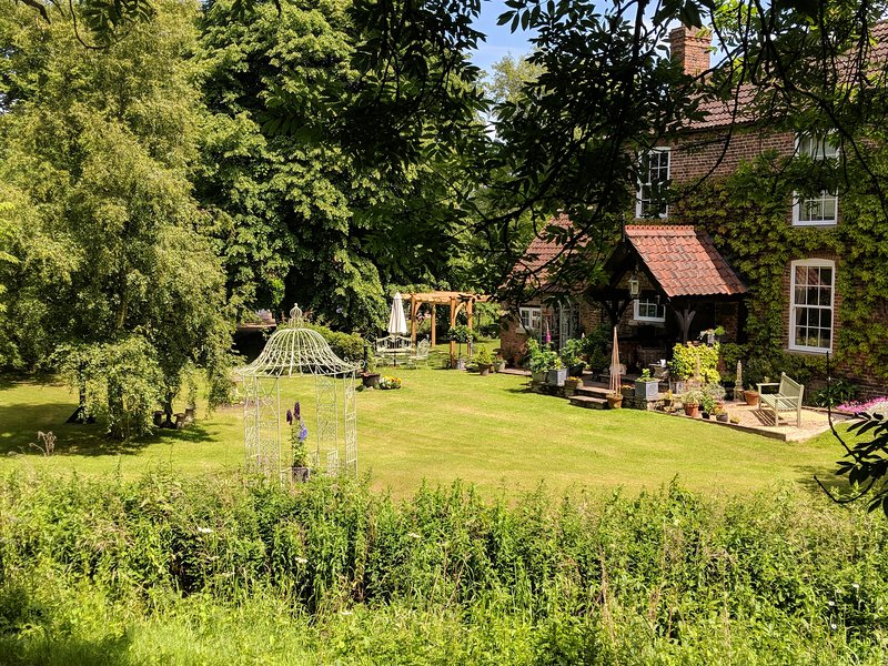Witham Cottage (Riverside) - A charming peaceful getaway for just two to share, holiday rental in Freiston