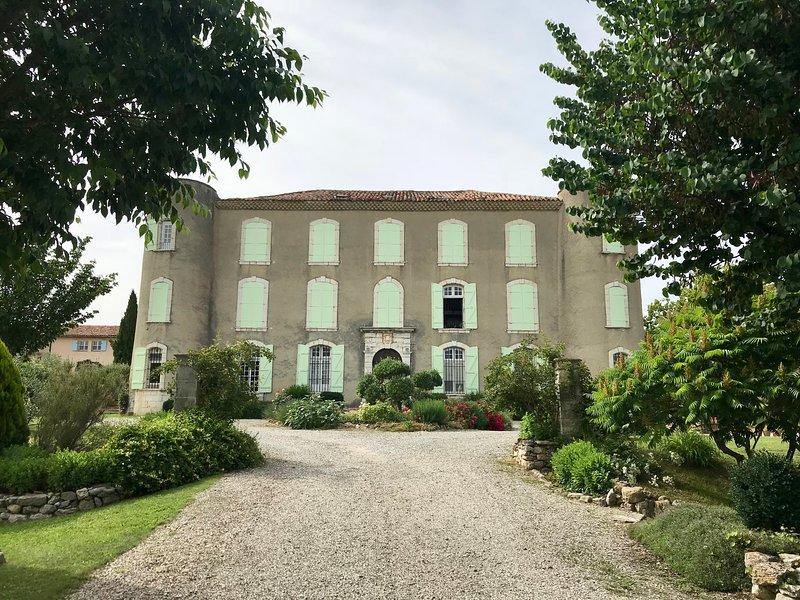 Château vu de l'allée