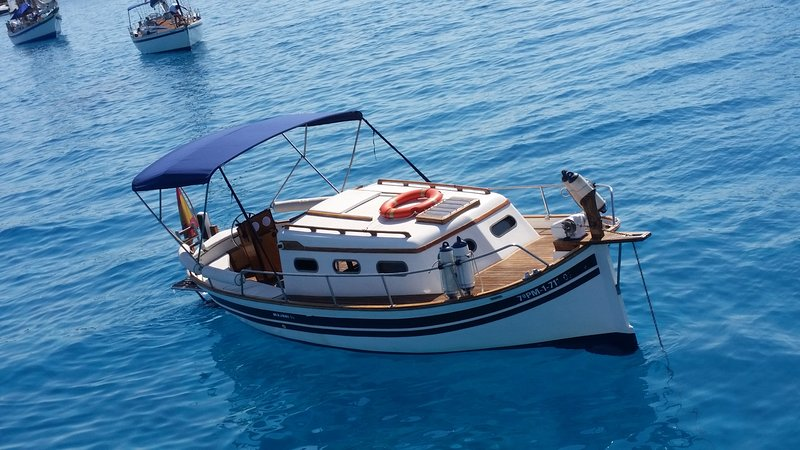 Browse and discover Formentera from the sea