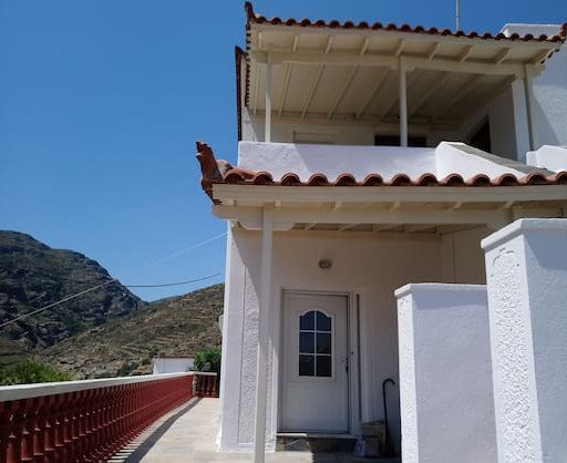 Villa house and gardens - ground level, holiday rental in Apikia
