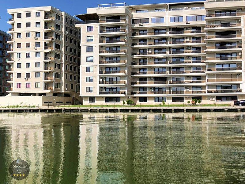 Property building - Lake view - Balcony - Facade/Entrance