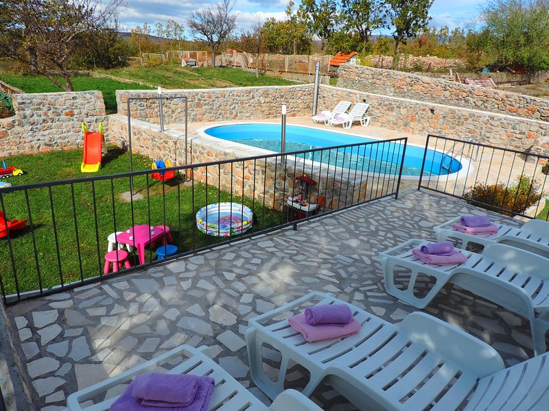 Holiday home Voloder, vacation rental in Kotlenice