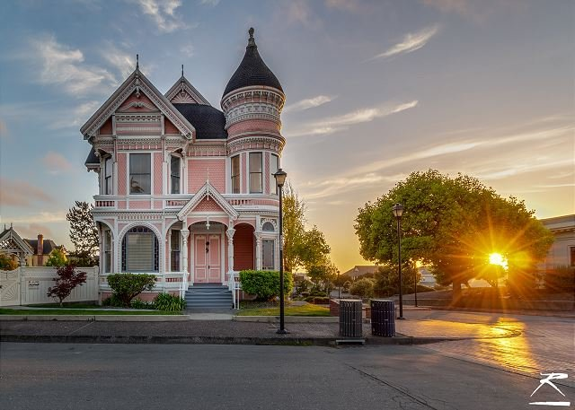 Famous Pink Lady Classic Victorian Mansion Step Into