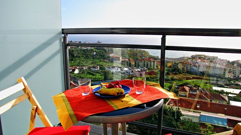Reed's View - Breathtaking Ocean View! Calm with amazing light!, vacation rental in Canico