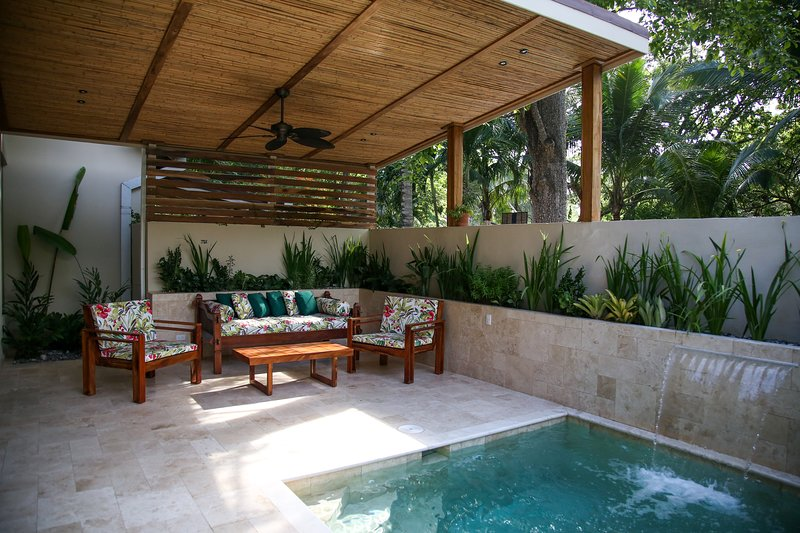 Brand new modern 2 en-suite house with a private pool, by Banana Beach, vacation rental in Santa Teresa