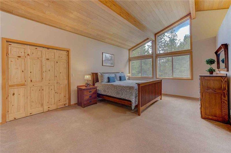Sunriver-Vacation-Rental---55905-Wood-Duck---Loft-Bedroom-1