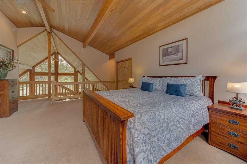 Sunriver-Vacation-Rental---55905-Wood-Duck---Loft-Bedroom-2