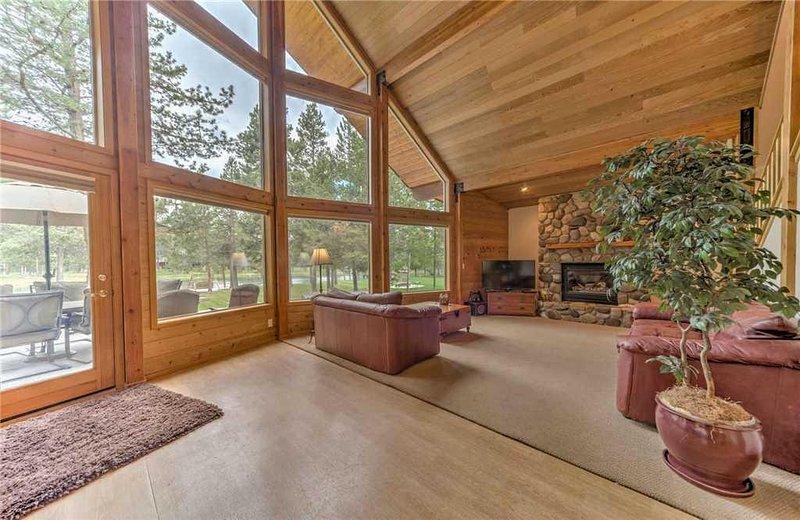 Sunriver-Vacation-Rental---55905-Wood-Duck---Living-Room-1