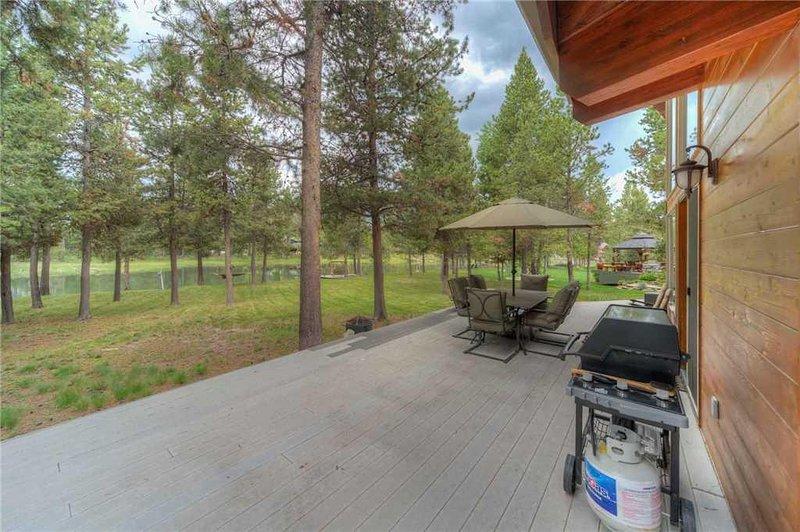 Sunriver-Vacation-Rental---55905-Wood-Duck---Exterior-Back-Deck-1