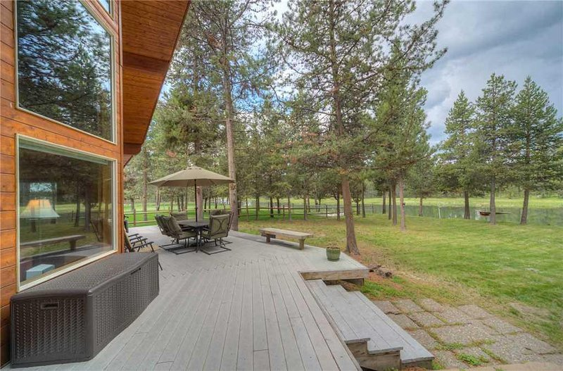Sunriver-Vacation-Rental---55905-Wood-Duck---Exterior-Back-Deck-2