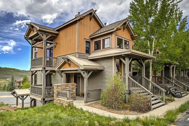 Granby Condo w/ Hot Tub Access, Walk to Ski Lift!, holiday rental in Hot Sulphur Springs
