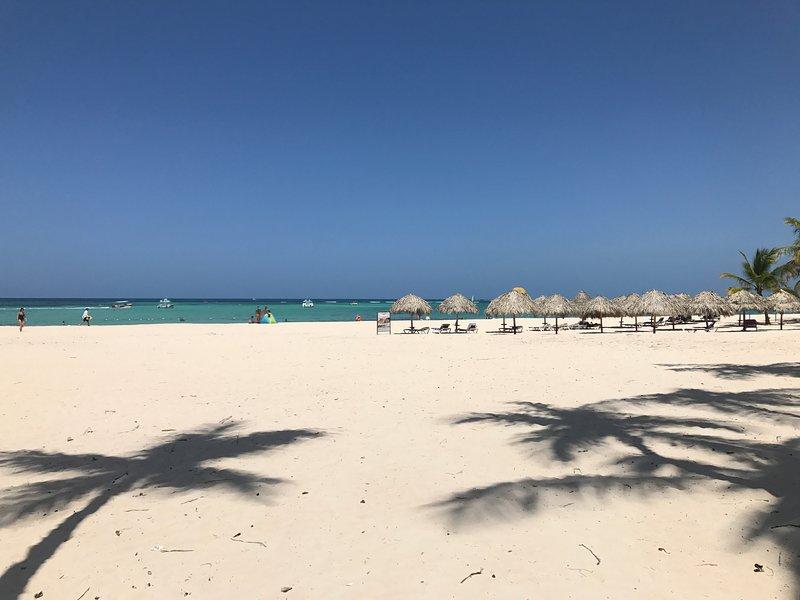 Los Corales Beach. 1 minute à pied de la plage.