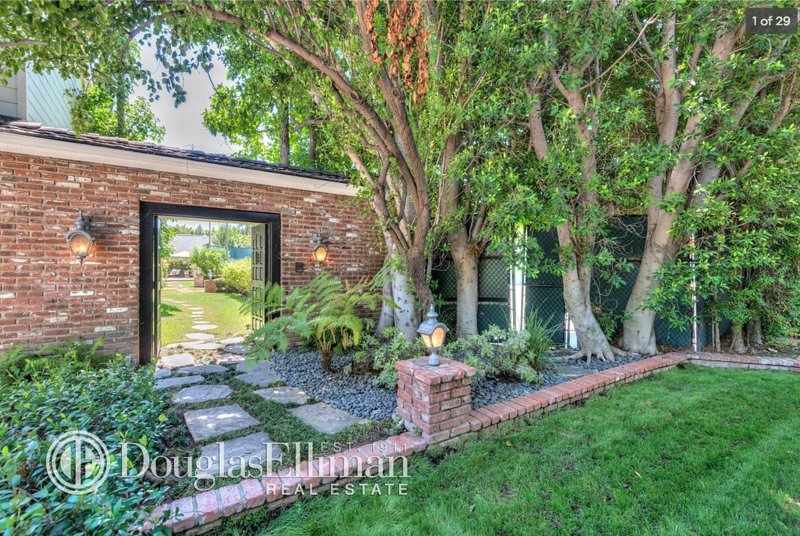 5 Bedroom House With Tennis Court, Pool & Hot Tub, holiday rental in Bell Canyon