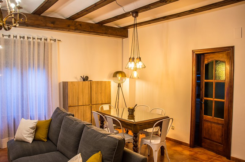 CASA JARRETA CENTRO ALBARRACIN, holiday rental in Noguera de Albarracin