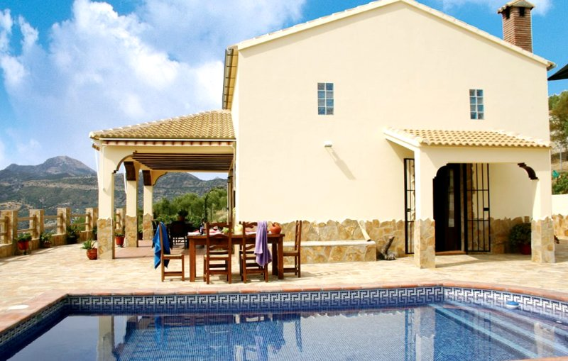 Amazing chalet with swimming-pool, location de vacances à El Gastor