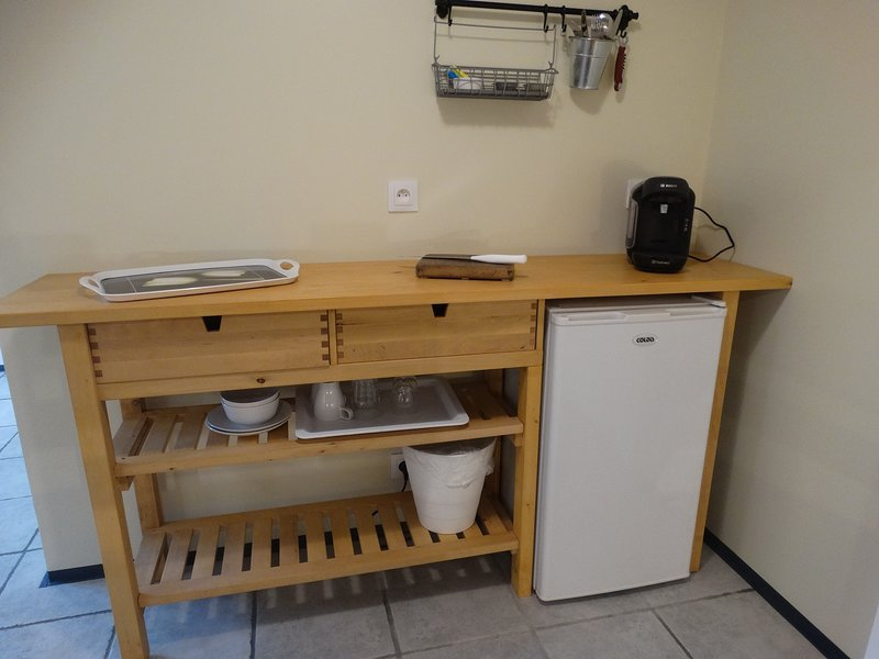 Ned de Merles - kitchen area with fridge and coffee machine.