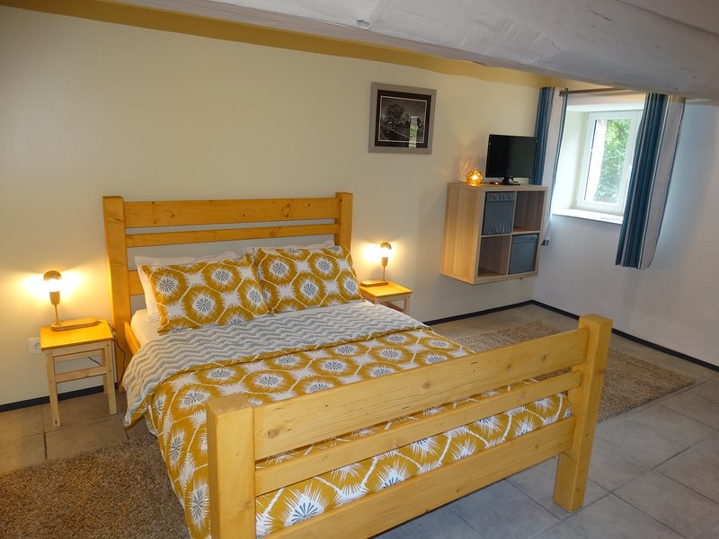 Le Nid de Merles - Self contained chambre d'hôtes, vacation rental in Saint-Jean-le-Blanc
