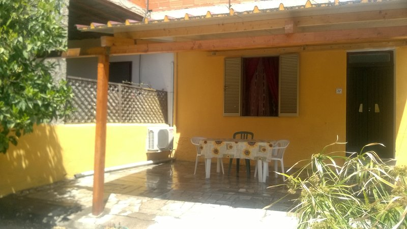 Economico appartamento per vacanze nord sardegna, vicino valledoria, location de vacances à Santa Maria Coghinas