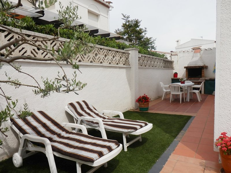 Spacious house with garden & Wifi, alquiler vacacional en Fortià