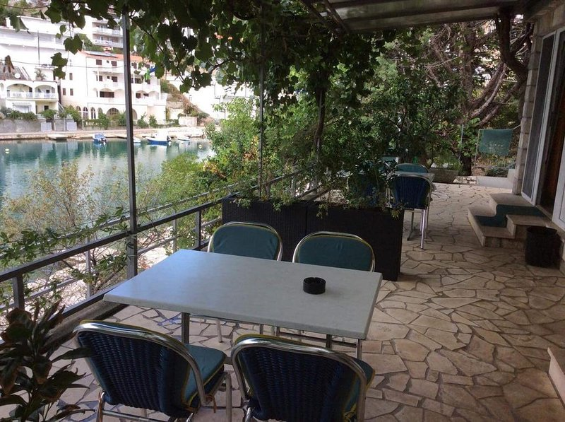 Apartments Darden - Studio Apartment with Balcony and Sea View B3, vacation rental in Neum
