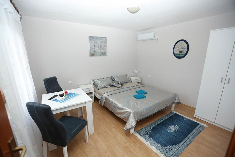 Vista Apartments - Studio Apartment with Terrace (A1), holiday rental in Republika Srpska