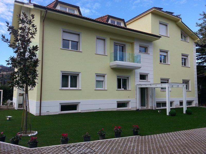 CASA VACANZE VILLA CHARTARIA ASCOLI PICENO, holiday rental in Villa Lempa