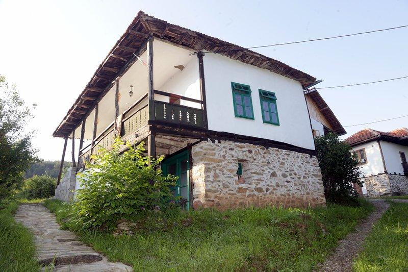 Walnut House- Radlovtsi in Kyustendil region, vacation rental in Kyustendil Province