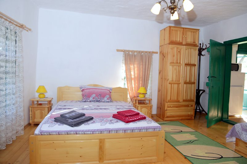 Walnut House-Double bed+2 single beds