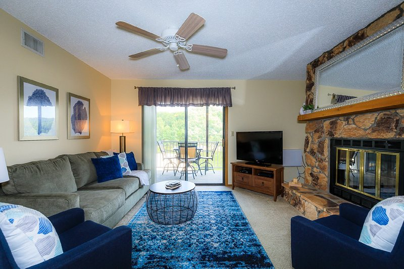 Lazy Days B-01 - Newly Remoded 2 Bedroom Condo in Osage Beach, holiday rental in Linn Creek