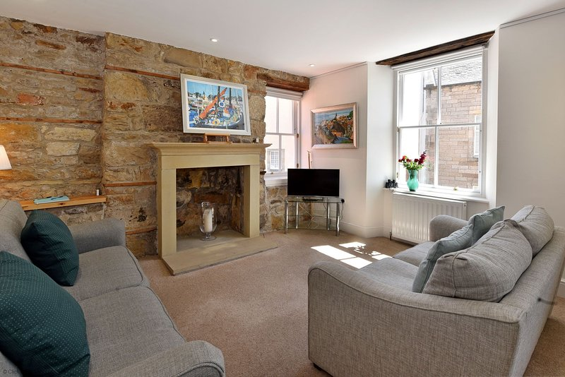 House on the Harbour - peaceful fishing town of Pittenweem, Fife. Sleeps 6-8, vacation rental in Pittenweem