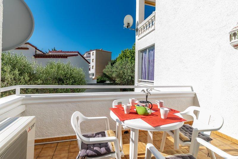 Precioso apartamento renovado cerca de playa y comercios, alquiler vacacional en Fortià