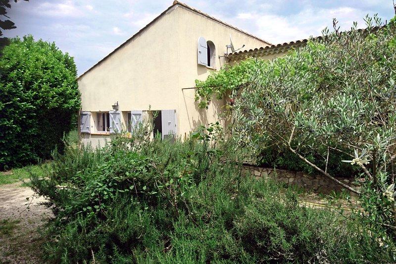 Duplex au calme à 5 mn du centre d'Aix en Provence, holiday rental in Puyricard