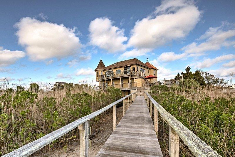 Descubre tu puerto privado en el paraíso en esta línea de costa Westhampton casa.