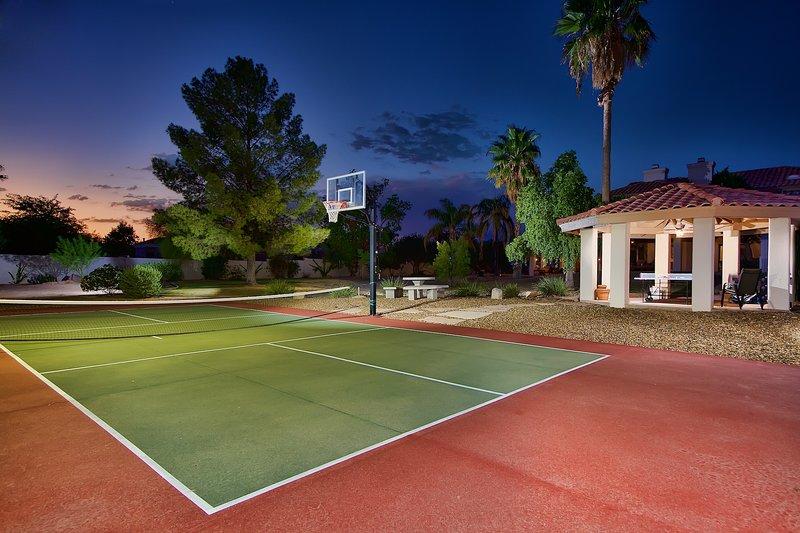 Acre plus terrains avec terrain de sport amusant.