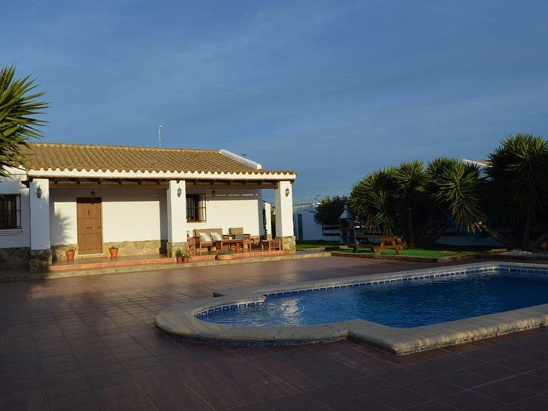 Casa de campo con piscina cerca de Conil de la Frontera, aluguéis de temporada em Los Naveros