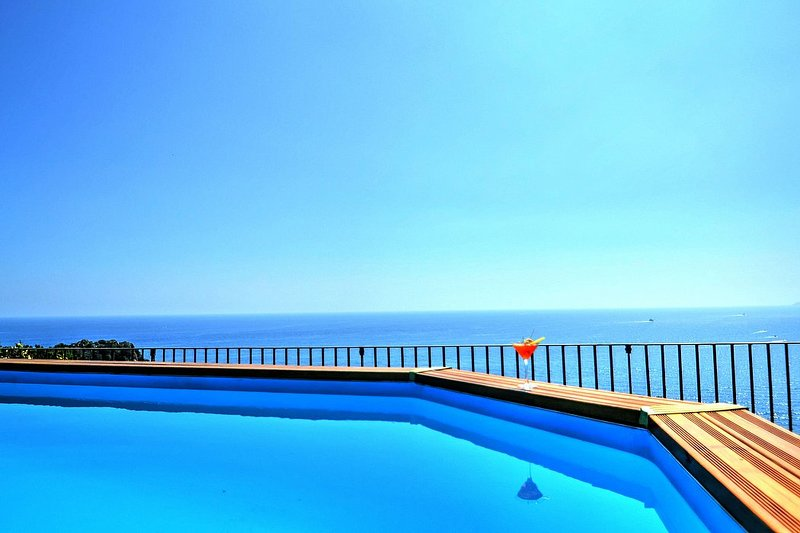 Bomerano Villa Sleeps 10 with Pool Air Con and WiFi - 5634881, holiday rental in Conca dei Marini