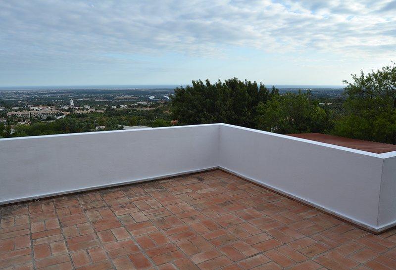 4 bedroom Holiday Villa, amazing panoramic view, casa vacanza a Santa Barbara de Nexe