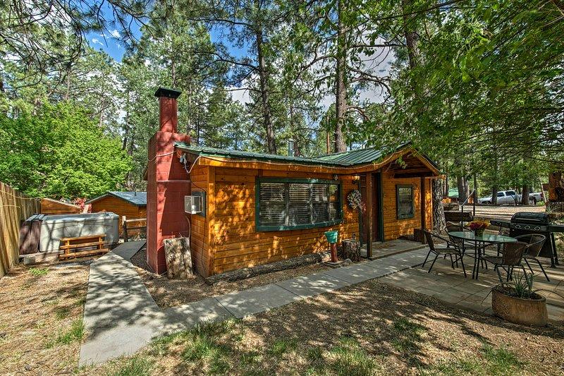 «Le pin noueux» invite 4 personnes à s'installer pour une retraite de détente à Ruidoso.