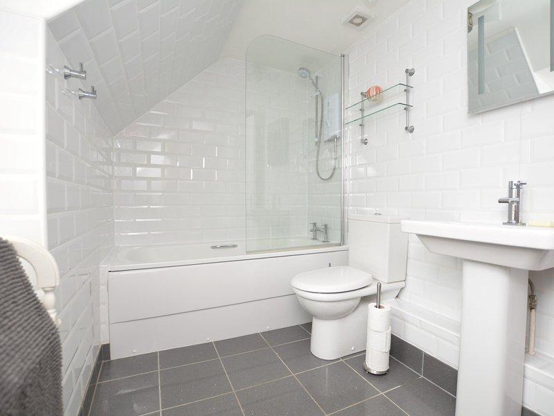 A elegante casa de banho primeiro andar
