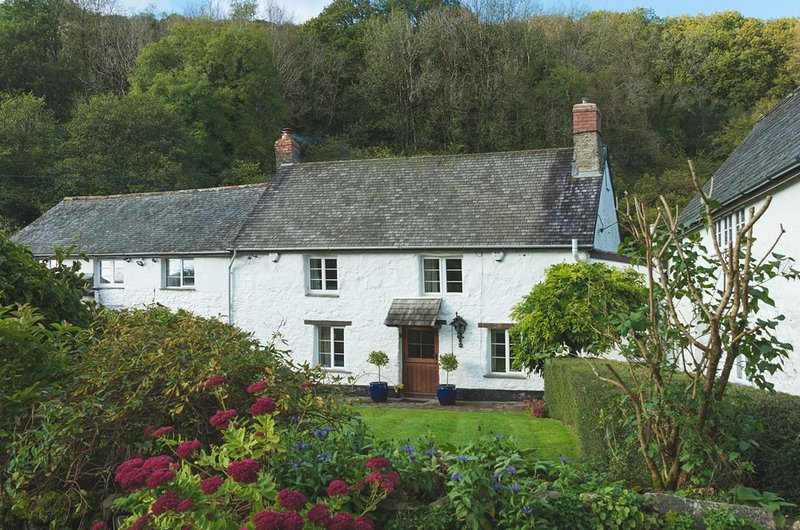Bratton Mill Farmhouse - Charming former mill - sleeps 8, vacation rental in Barnstaple