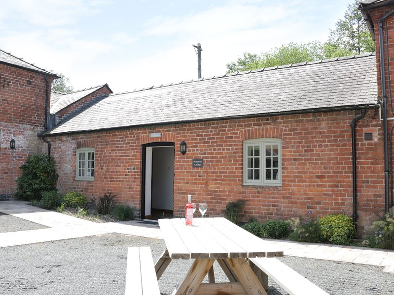WOODSIDE COTTAGE, barn conversion, en-suite, exposed beams, vacation rental in Kerry
