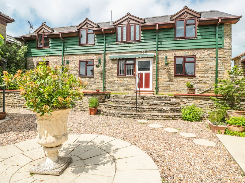 THE COURTYARD, converted barn in countryside, Gladestry, vacation rental in Brilley