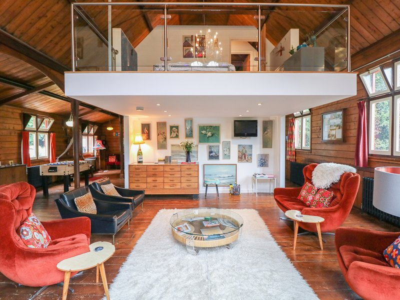 THE MISSION, Quirky decor, Wood burner, Pet-friendly, Ref. 982949., holiday rental in Bonchurch