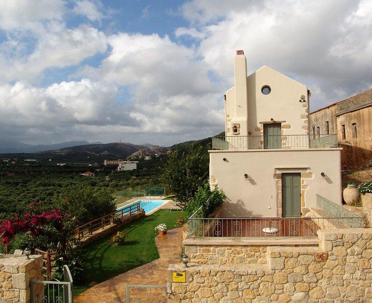Villa Panareti, exclusive villa in Crete, Ferienwohnung in Platanias