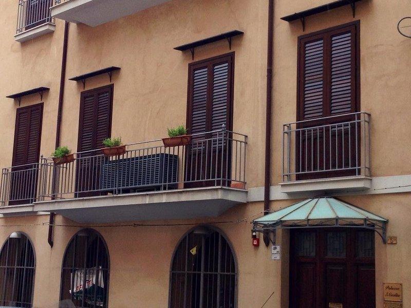 Casa Vacanze Montecarlo Palace Appartamento 1: 4 Canti, holiday rental in San Nicola l'Arena